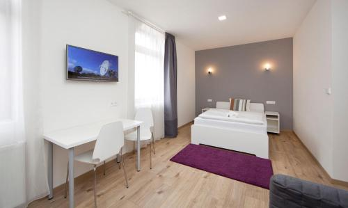 A bed or beds in a room at Rozmaryn Apartments