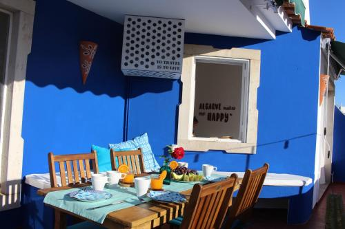 A restaurant or other place to eat at Casa Mar Azul