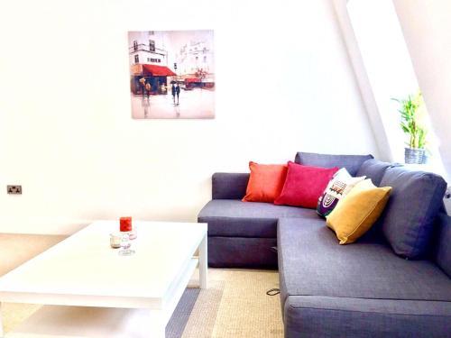 A seating area at Harrow Apartments