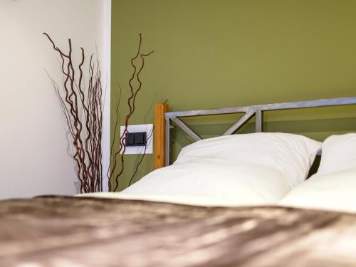 A bed or beds in a room at Ferienwohnung Tiergarten