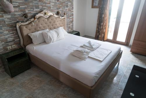 A bed or beds in a room at Orama Apartments