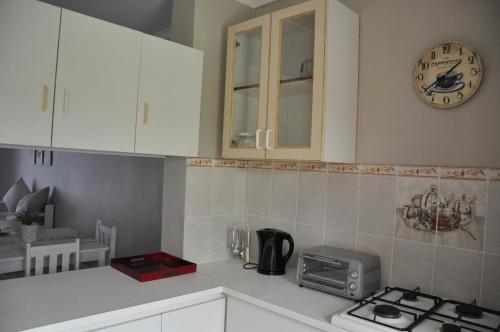 A kitchen or kitchenette at Sedgefield Island Villa