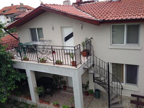 A balcony or terrace at Apartamenti Todorovi