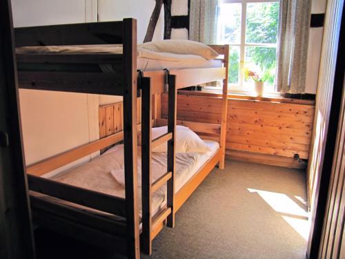 Ein Etagenbett oder Etagenbetten in einem Zimmer der Unterkunft Dachs - Ferienwohnung für 13 Personen
