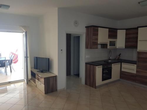 A kitchen or kitchenette at Apartments Braco - Novalja