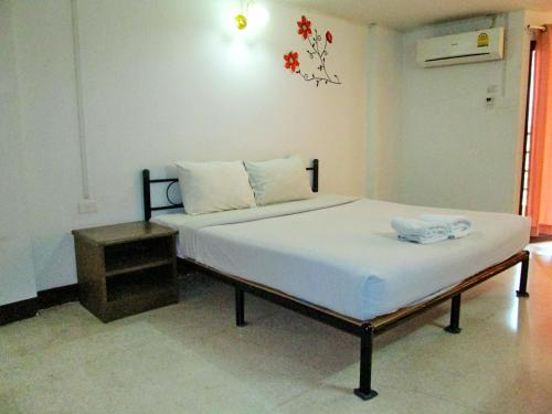 A bed or beds in a room at Suthep View Mansion