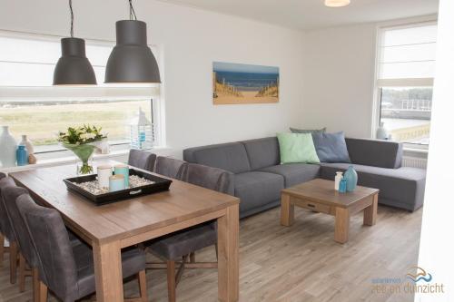 A seating area at Appartement Zee en Duinzicht 84