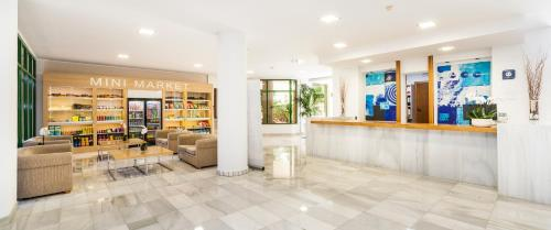 The lobby or reception area at Globales Nova