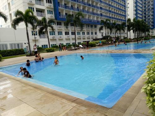 The swimming pool at or near Chin's Place Sea Residences MOA