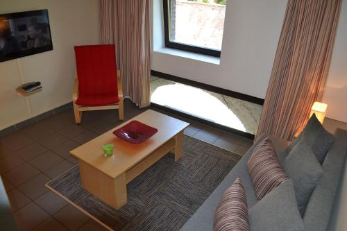 A seating area at Appart'hotel City Mons Centre