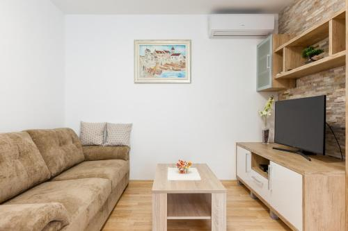 A seating area at Apartment Roska II.
