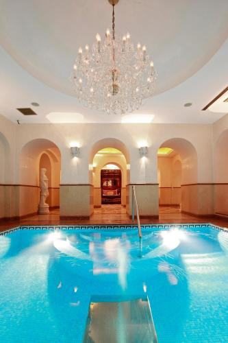 The swimming pool at or close to Alchymist Grand Hotel and Spa
