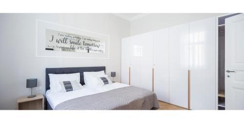 Posteľ alebo postele v izbe v ubytovaní White Rose Apartment