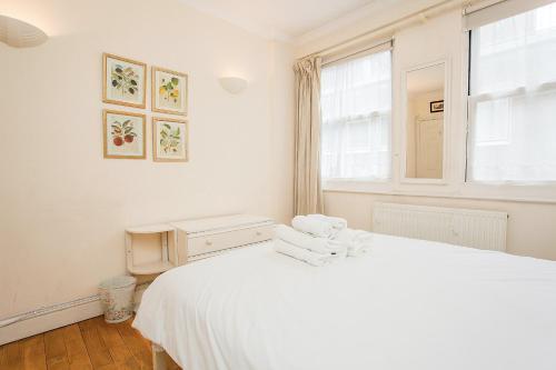 Un ou plusieurs lits dans un hébergement de l'établissement Charming Central London Flat