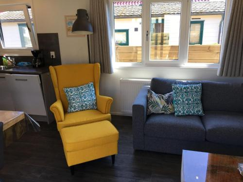 A seating area at Beachhouses Texel