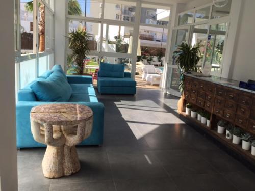 The lobby or reception area at Apartamentos Es Cantó