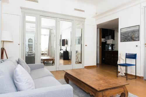 A seating area at Apartment Claridge