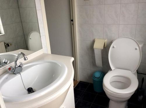 Een badkamer bij De Wadden