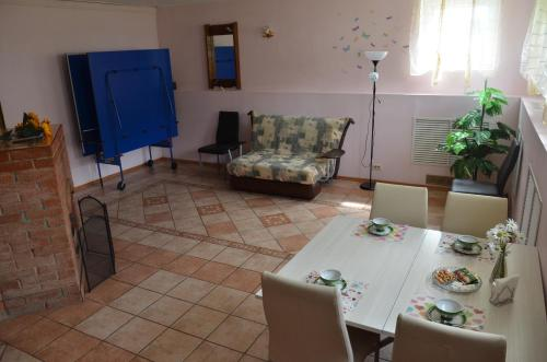 A seating area at Guest House u Mariny