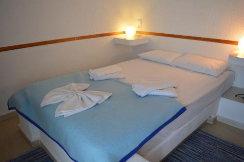 A bed or beds in a room at Mantraki Hotel Apartments