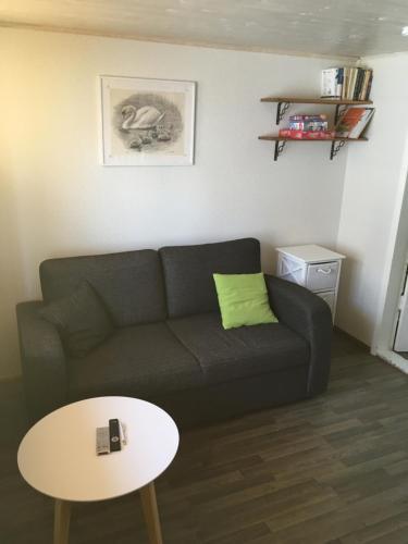 A seating area at Ranna Apartment