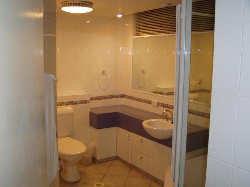 A bathroom at Anglesea Court