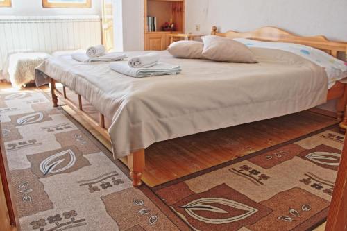 A bed or beds in a room at Villa Kabasanov