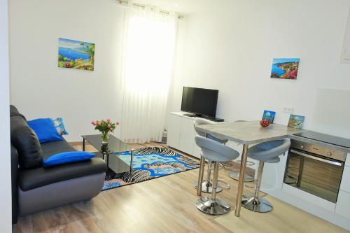 A television and/or entertainment center at Apartment Nice Center Barralis