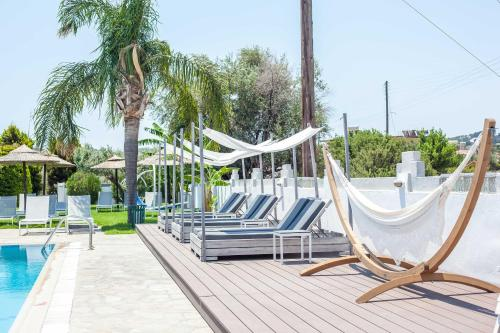 The swimming pool at or close to Malibu Boutique Studios