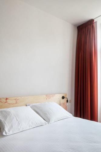 Een bed of bedden in een kamer bij Room&Moor