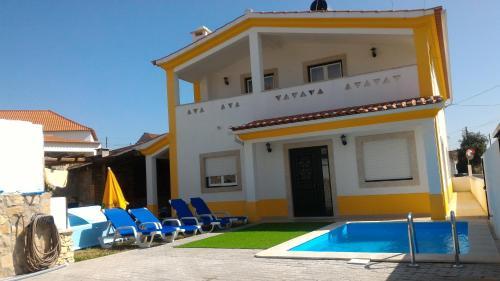 The swimming pool at or near Casa Amarela