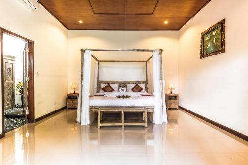 A bed or beds in a room at Pratiwi Ubud Villa