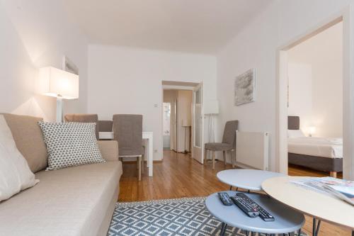 Ein Sitzbereich in der Unterkunft Apartment Historic City with Balcony