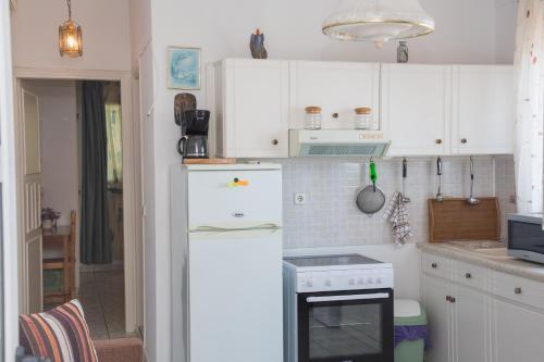 A kitchen or kitchenette at Apartments MARGARITA Kaizer Bridge