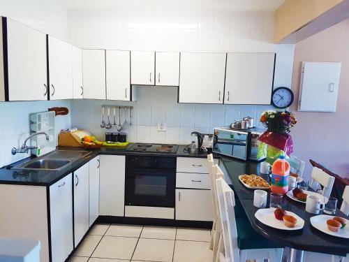 A kitchen or kitchenette at Dumela Margate Flat No 5