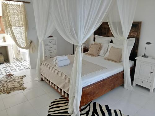 A bed or beds in a room at Villa Paz Bali