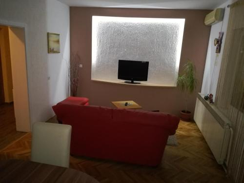 A television and/or entertainment centre at Guesthouse Dizija