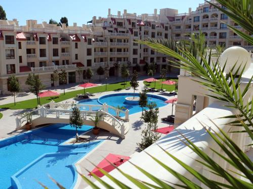 O vedere a piscinei de la sau din apropiere de Varna South Bay Beach Residence