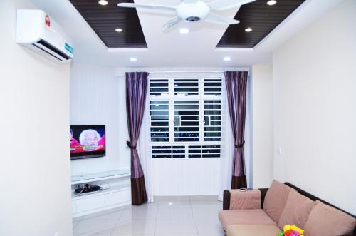 A television and/or entertainment centre at SPICE ARENA 3bed