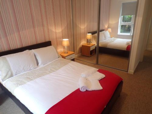 A bed or beds in a room at Bothwell Street - 2 bedroom suite