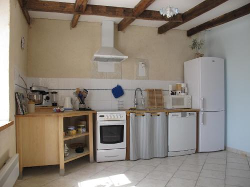 A kitchen or kitchenette at Dans l'Air du Temps