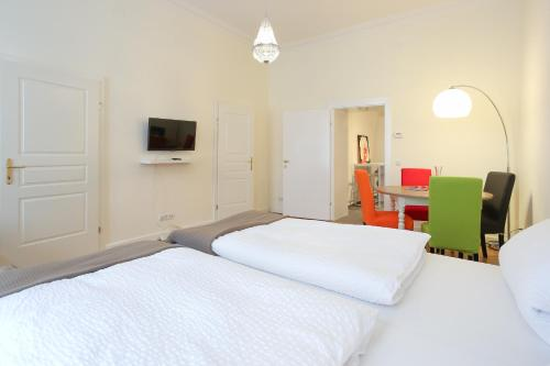A bed or beds in a room at 2-Room-Apartment Belvedere