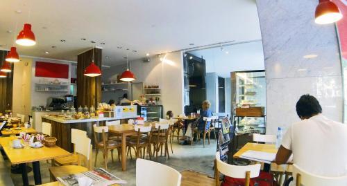 Restorāns vai citas vietas, kur ieturēt maltīti, naktsmītnē IQ Callao By Temporary Apartments