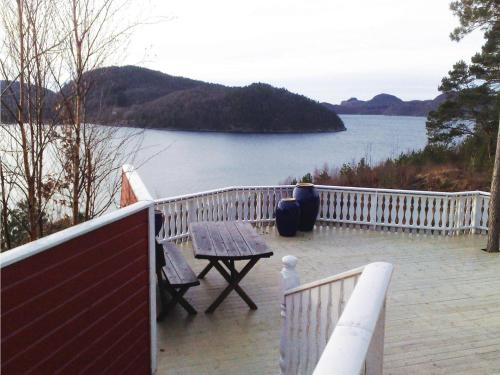 Holiday home Lyngdal Bordvik陽台或露臺