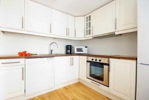 A kitchen or kitchenette at Norwegian Housing, Solbakkeveien 12