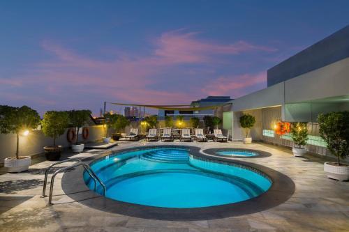 A piscina em ou perto de Savoy Park Hotel Apartments
