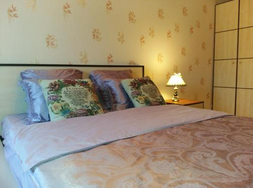 A bed or beds in a room at Apartments Uyut
