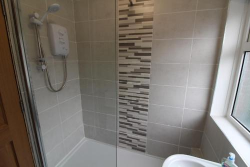 A bathroom at Salisbury Apartment by Townlets