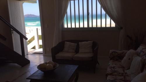 Χώρος καθιστικού στο Casa Pé na Areia Cabo Frio