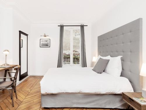 A bed or beds in a room at Luxury 4 Bedrooms Opera Lafayette II by Livinparis